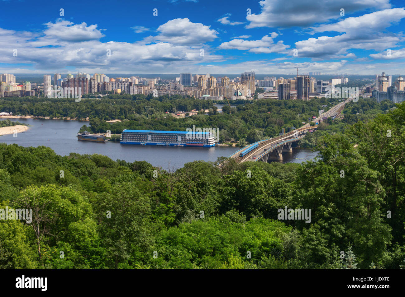 Vue de la ville de Kiev et le Dniepr Photo Stock