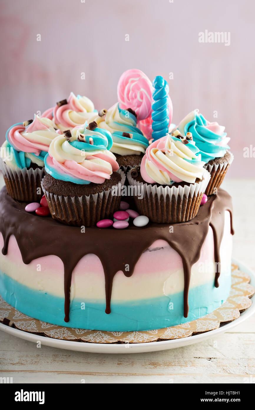 Gâteau de fête rose et bleu Photo Stock