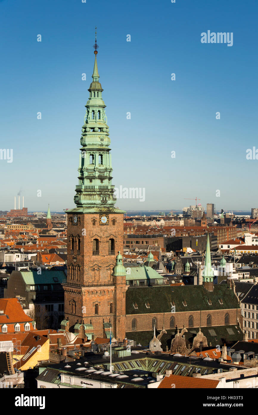 Danemark, copenhague, Spire du vieux Saint Nicolas', l'église St maintenant Nicolaj Le Kunsthal Centre Photo Stock