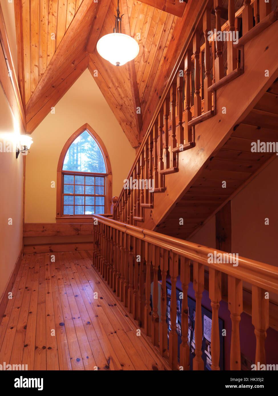 Chassis En Bois Style Chalet Maison Canadienne Interieur Hall Avec