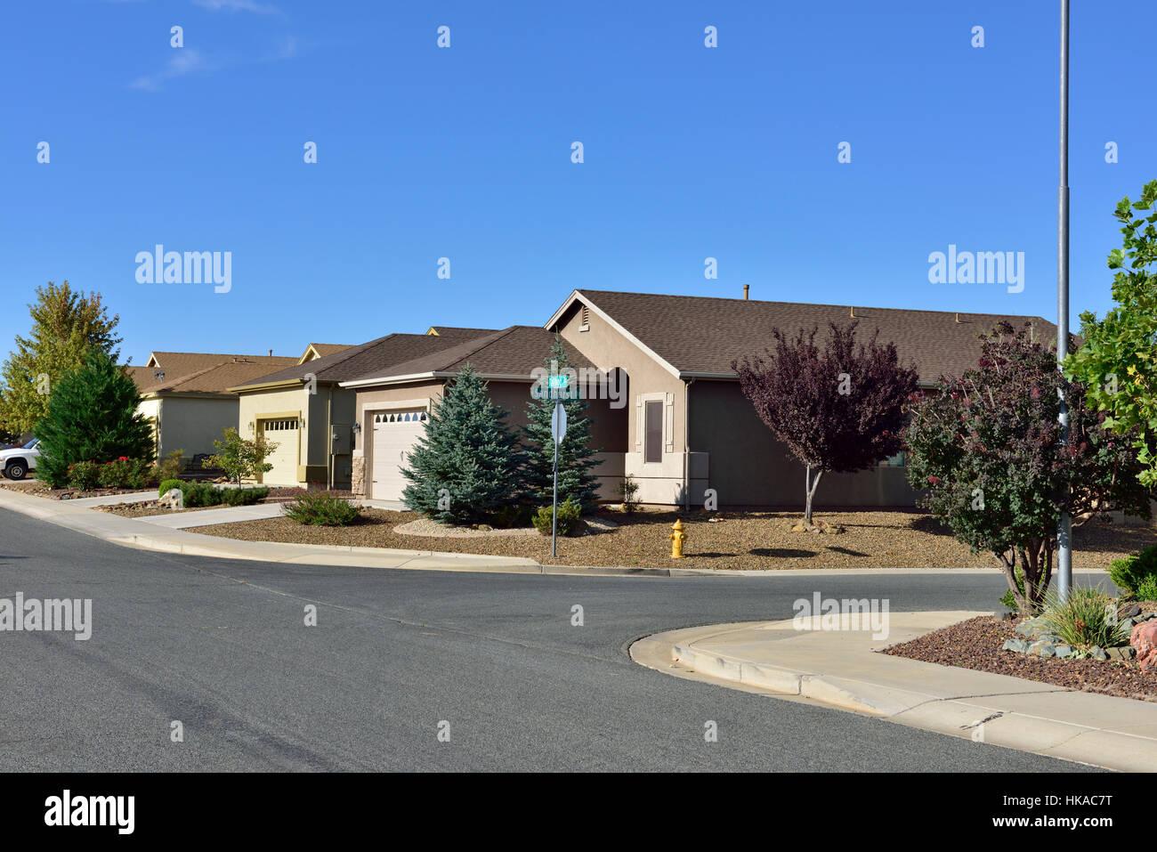 Maison jardin aménagement paysager en climat sec de Yavapai county, Arizona, USA Photo Stock