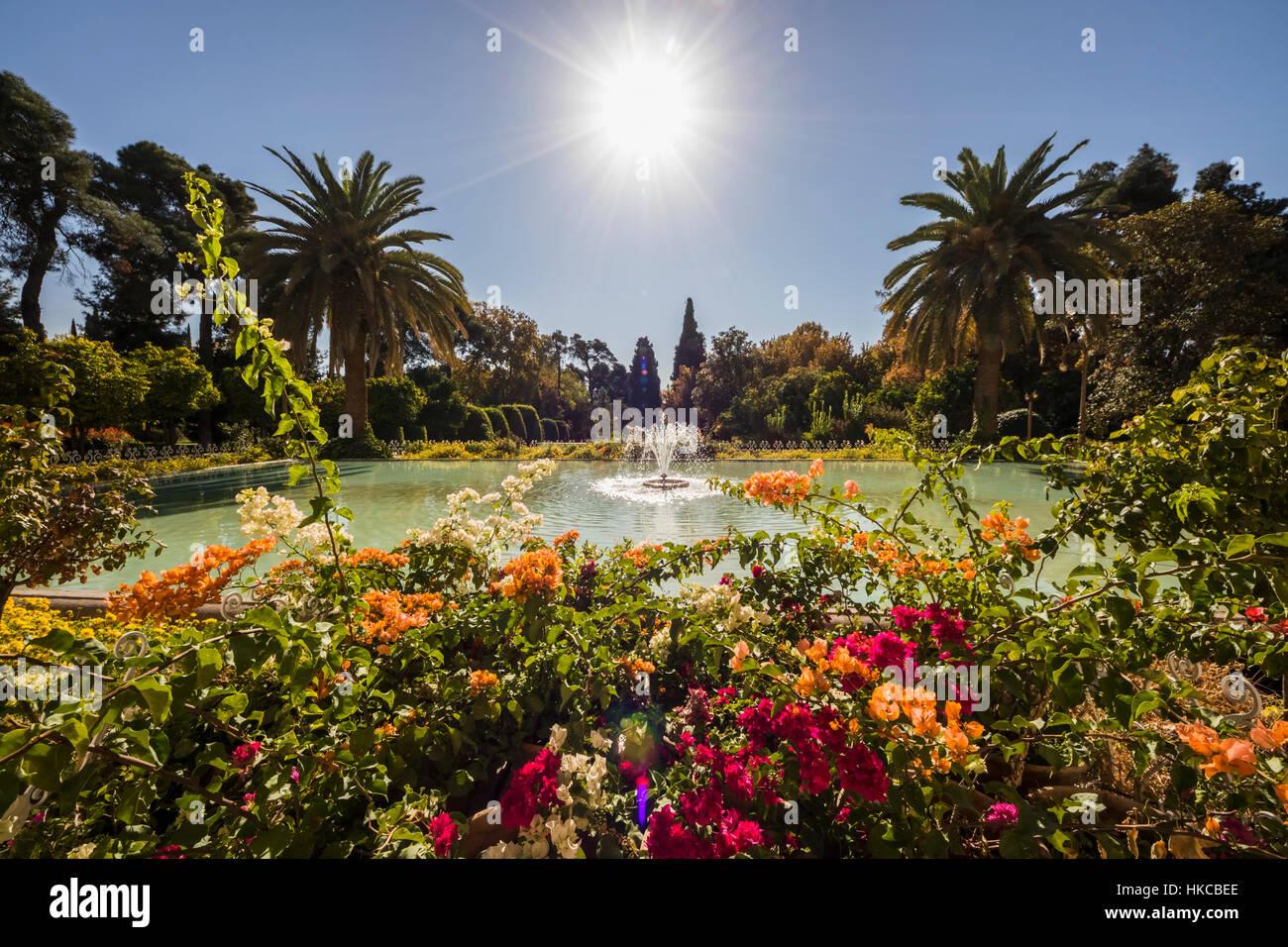 Bassin Fontaine De Jardin fontaine dans le bassin d'ornement de jardin d'eram, shiraz