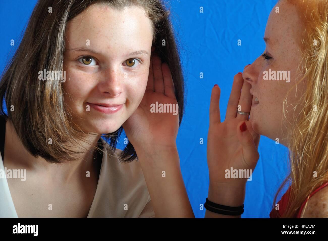 La complicité entre les deux adolescents Photo Stock