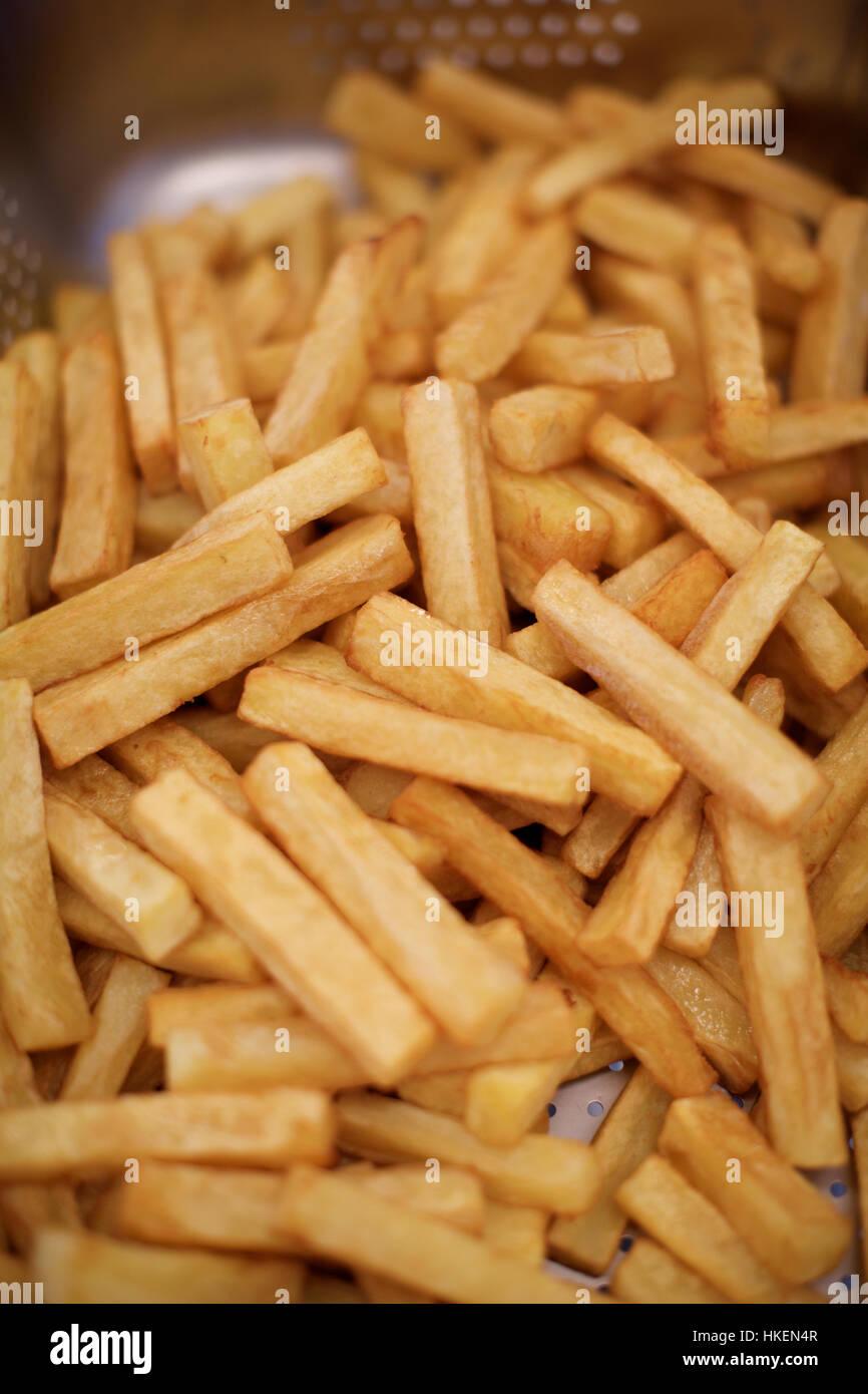 Frites au four, de pommes de terre. la nourriture, la graisse, l'indulgence. Photo Stock
