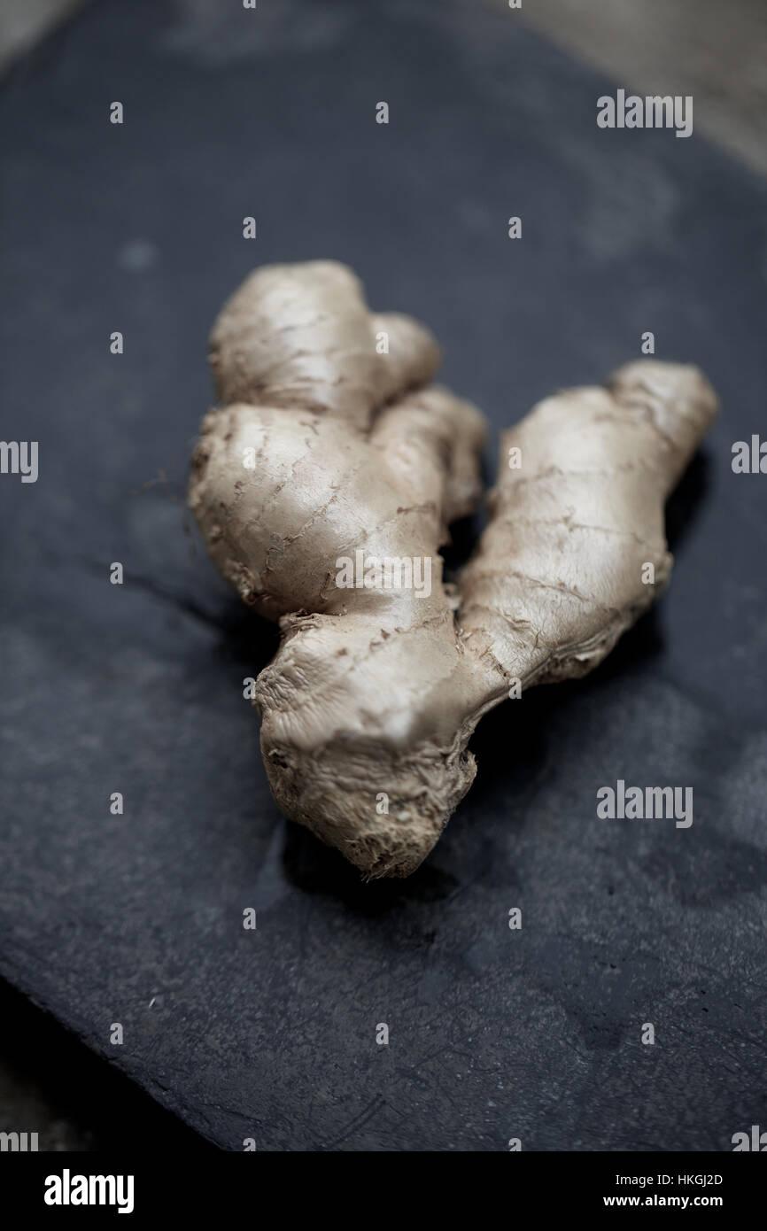 Le gingembre cru. ingrédient, spice,, produits bio. Photo Stock