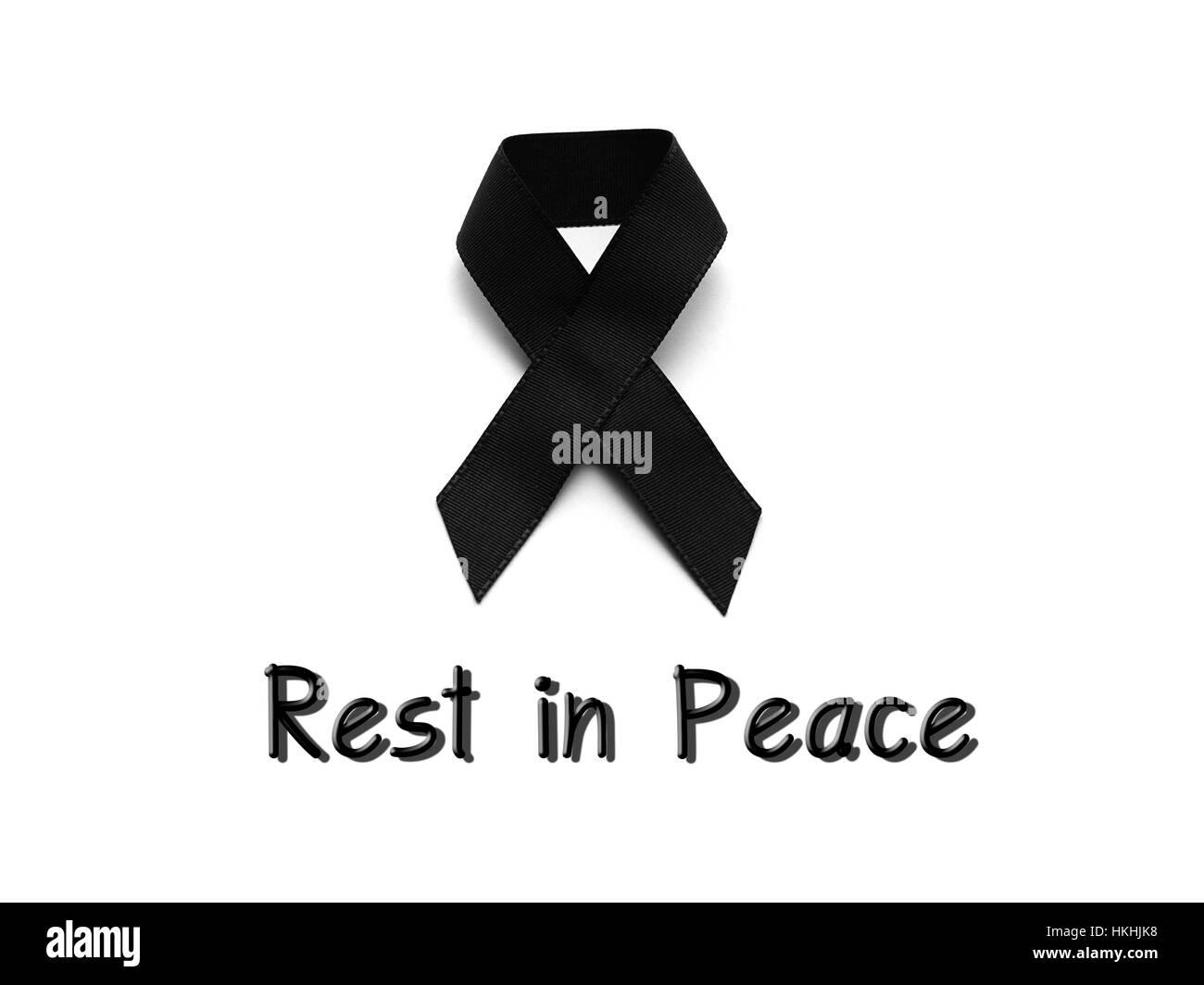 Ruban noir pour le deuil avec repose en paix texte sur fond blanc Photo Stock