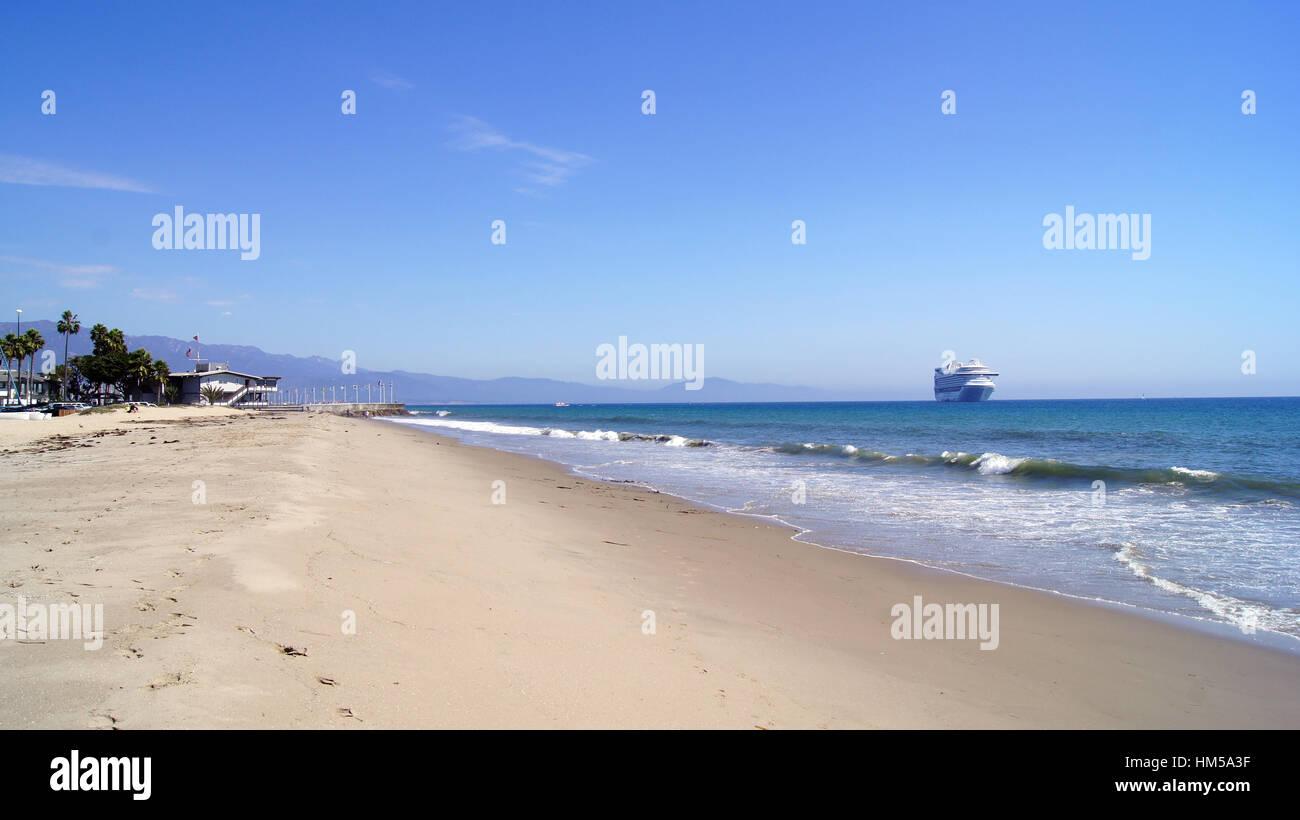 SANTA BARBARA, Californie, USA - oct 8th, 2014 Ville   Leadbetter Beach avec 828b43f7b704