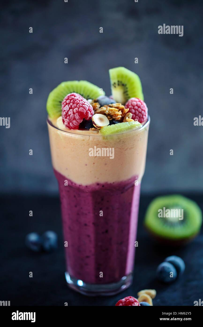 Smoothie aux fruits mélangés Photo Stock