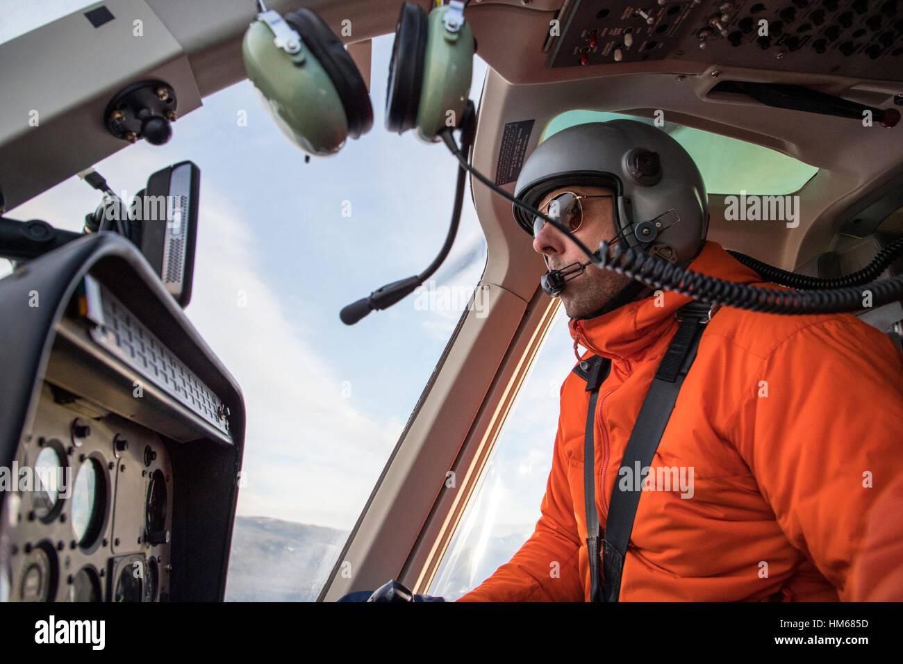 Le pilote d'hélicoptère survolant Esplanade Plage; sous-plage de chaîne Selkirk; Photo Stock