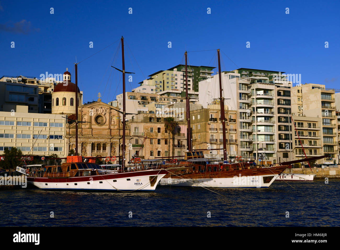 Bateau à voile bateaux navires navire amarré amarré quai sliema moor tour tours tourisme touristes Photo Stock