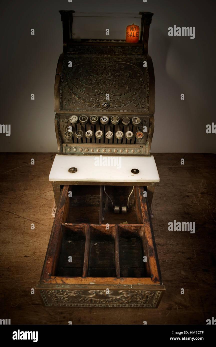 Meubles anciens caisse avec tiroir Photo Stock