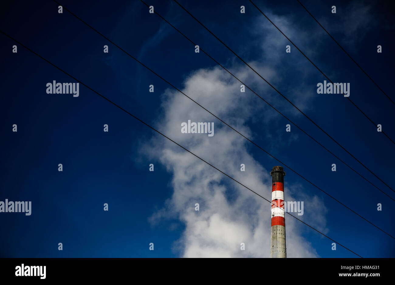 Cheminée de l'usine d'énergie thermique Photo Stock