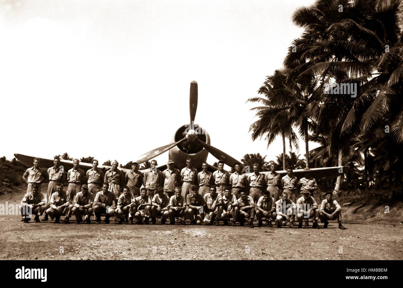 VMF-214 sur la bande de chasseurs de la Baie aux Tortues, Espiritu Santo, Nouvelles Hébrides. VMF-214 pose Photo Stock