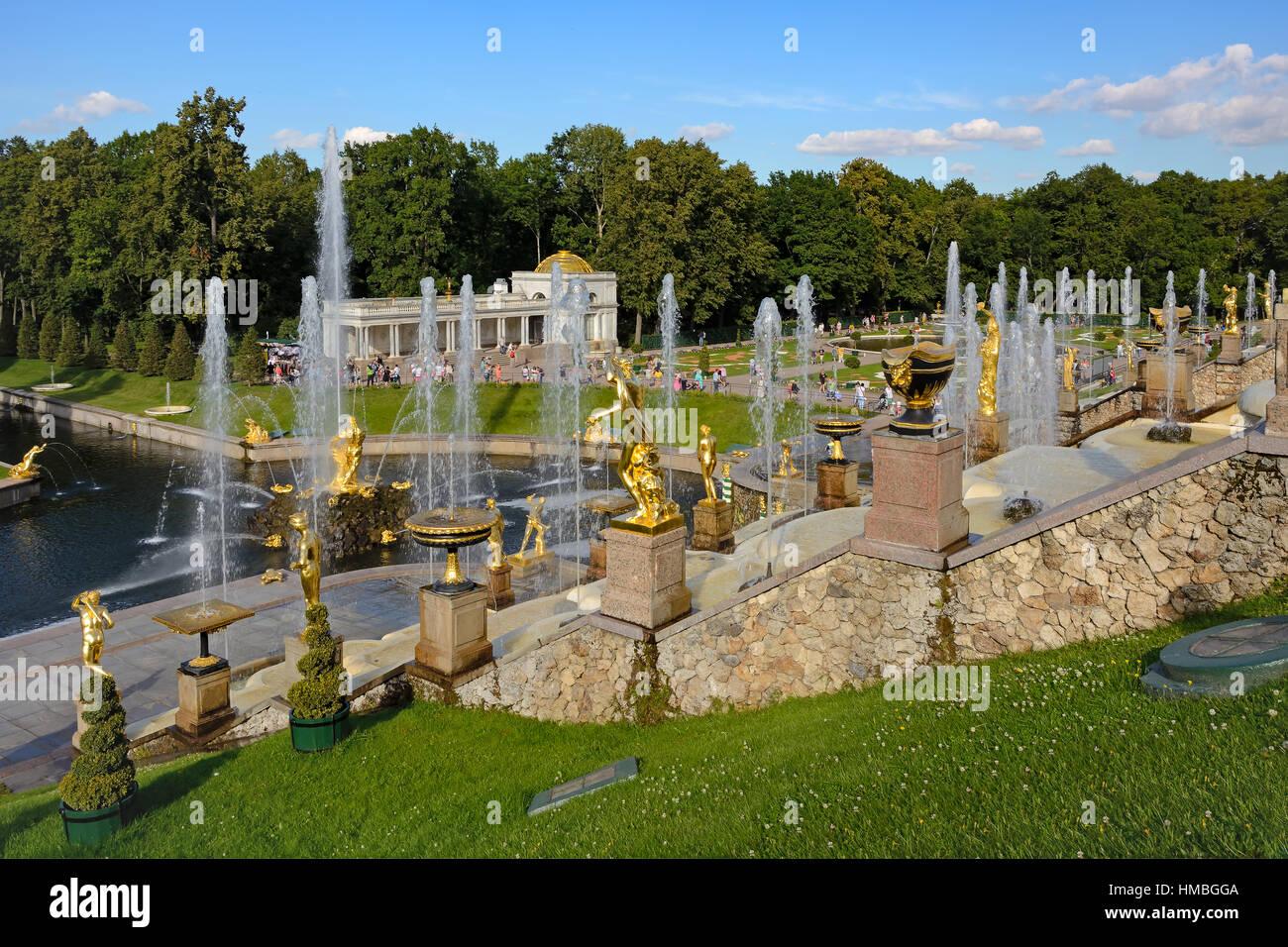 Peterhof, fontaines et statues de la Grande cascade Banque D'Images