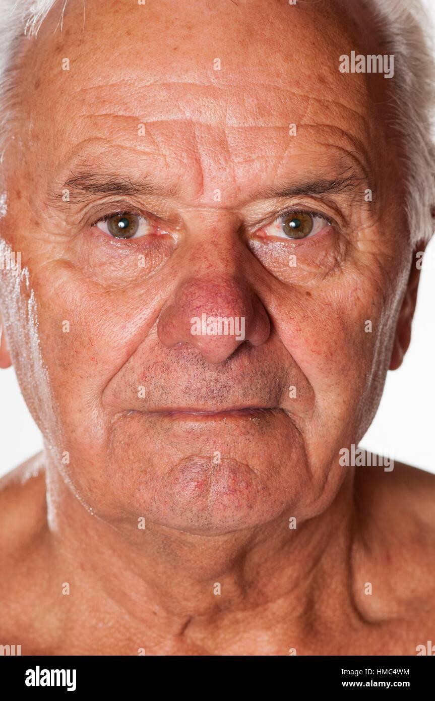 visage d 39 un vieil homme la peau tann e banque d 39 images photo stock 133032976 alamy. Black Bedroom Furniture Sets. Home Design Ideas