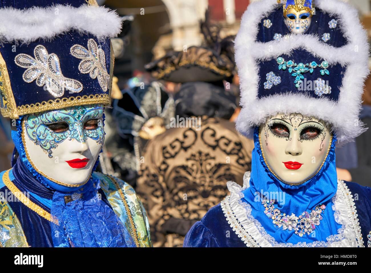 Artistique coloré masques au Carnaval de Venise. L'Italie par la Place Saint Marc. Photo Stock