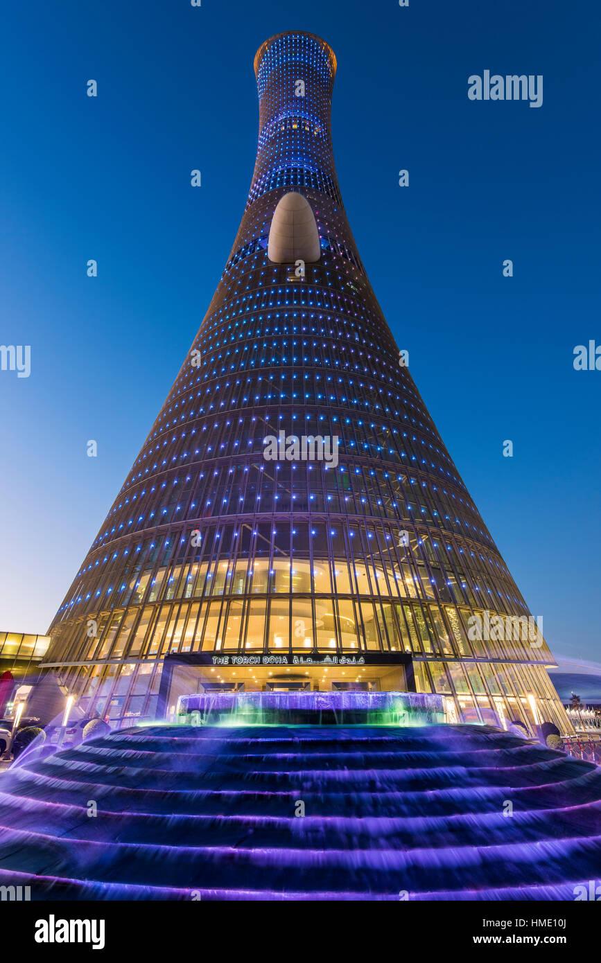 Low angle view of Aspire Tower, également connu sous le nom de la Torche Doha, Doha, Qatar Photo Stock