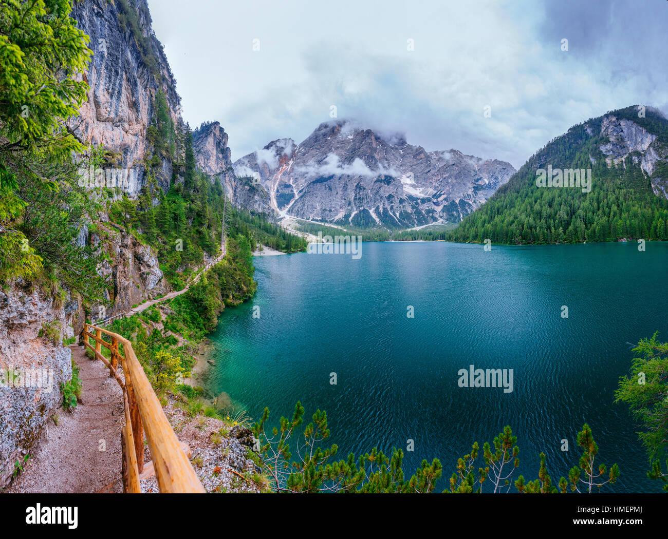 Entre les montagnes du lac Photo Stock