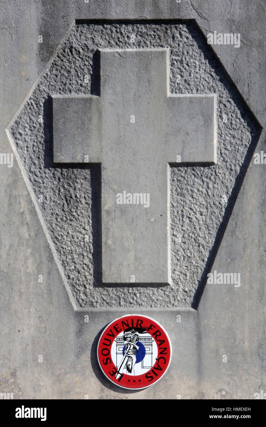 Croix sur une pierre tombale. Souvenir Français. Photo Stock