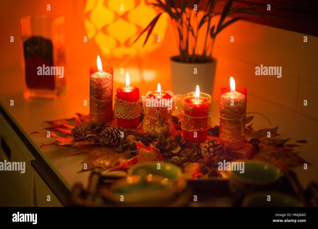 Origines de Noël avec des bougies. Photo Stock