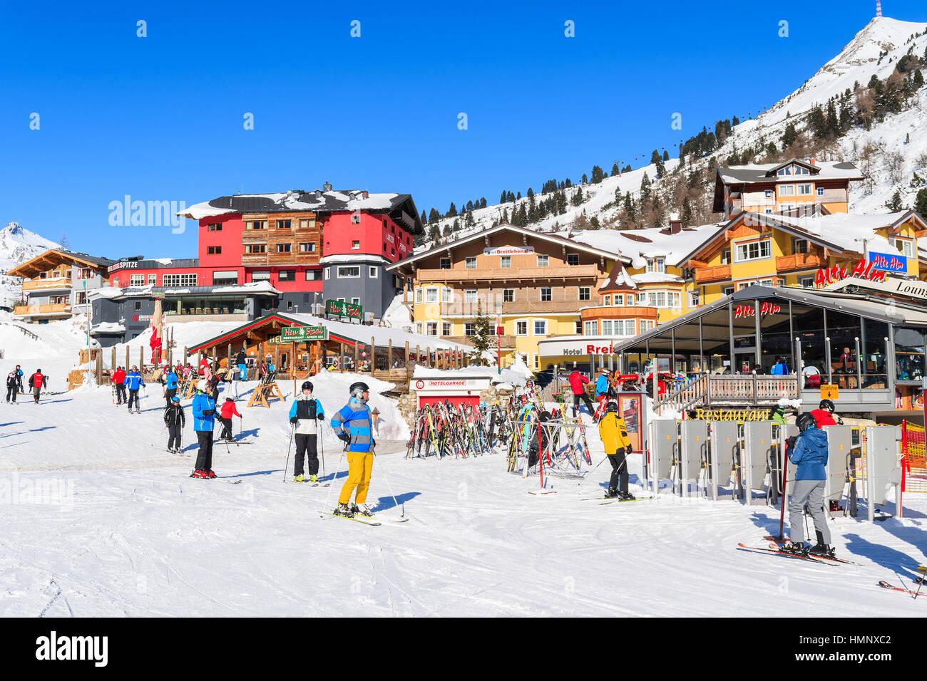 vacances autriche Station de SKI OBERTAUERN, AUTRICHE - Jan 22, 2017 : en vacances du0027hiver  dans la station de ski Obertauern Salzburg land, Alpes autrichiennes.