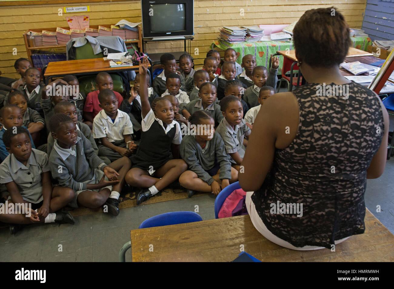 Johannesburg, Afrique du Sud. 26 janvier, 2017. Les élèves dans une salle de classe à l'AB Xuma école primaire à Banque D'Images