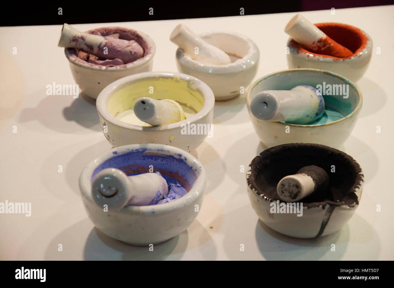 Poudre Acrylique Colorée En Couleur Cuisine Mortier Ou Mortier Ponceuse  Pour Préparer Lu0027eau De Mélange De Peinture Sur Faïence Art