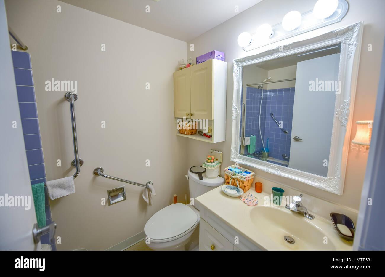 Salle De Bain Futuriste ~ Bathroom Vanity Lights Photos Bathroom Vanity Lights Images Alamy