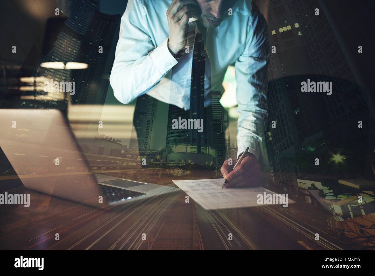 Close up business man signature contrat de faire un deal, d'affaires classique Photo Stock