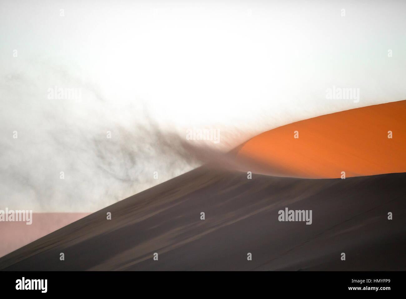 Sand blowing off une dune de sable Banque D'Images