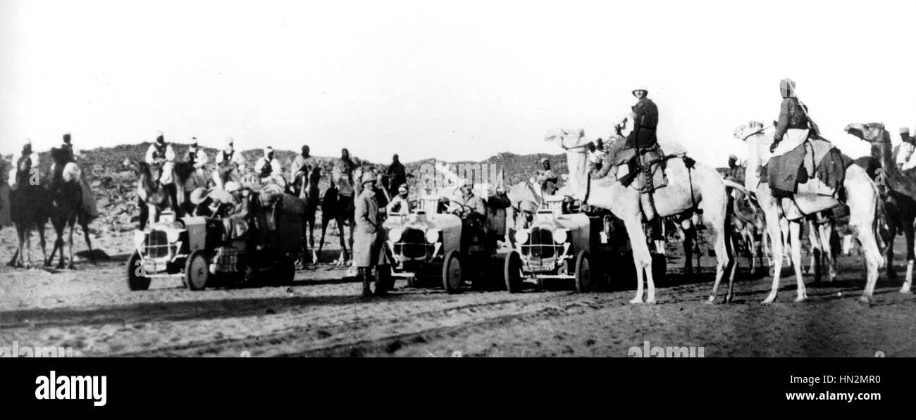 La croisière noire. Colomb Béchar (28 octobre 1924), Le Cap (1 août 1925). Traversée de l'Afrique organisée par André Citroën (8 half-tracks) 1924-1925 Afrique Photo Stock - Alamy