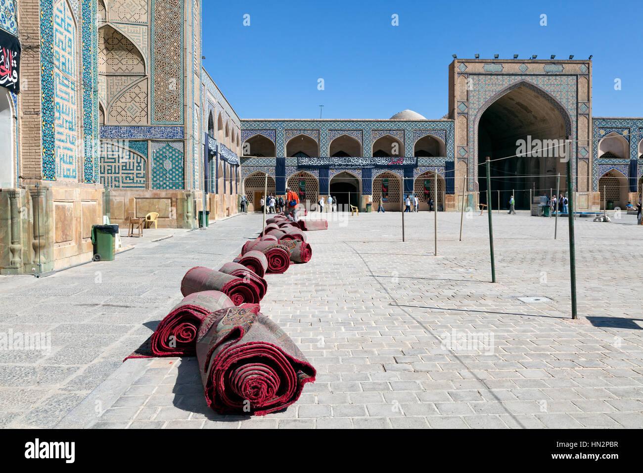 Courtyard Of Jameh Mosque Photos Courtyard Of Jameh Mosque Images - Carrelage piscine et tapis ispahan