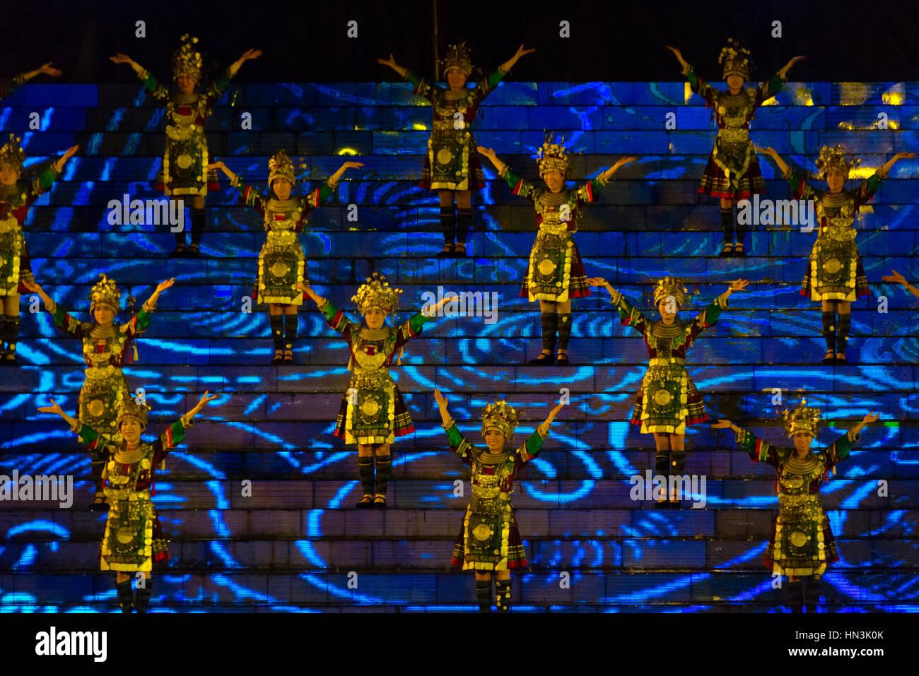 Le chant et la danse célèbre performance 3 mars festival lunaire, Chant Sanjiang, Province du Guangxi, Photo Stock