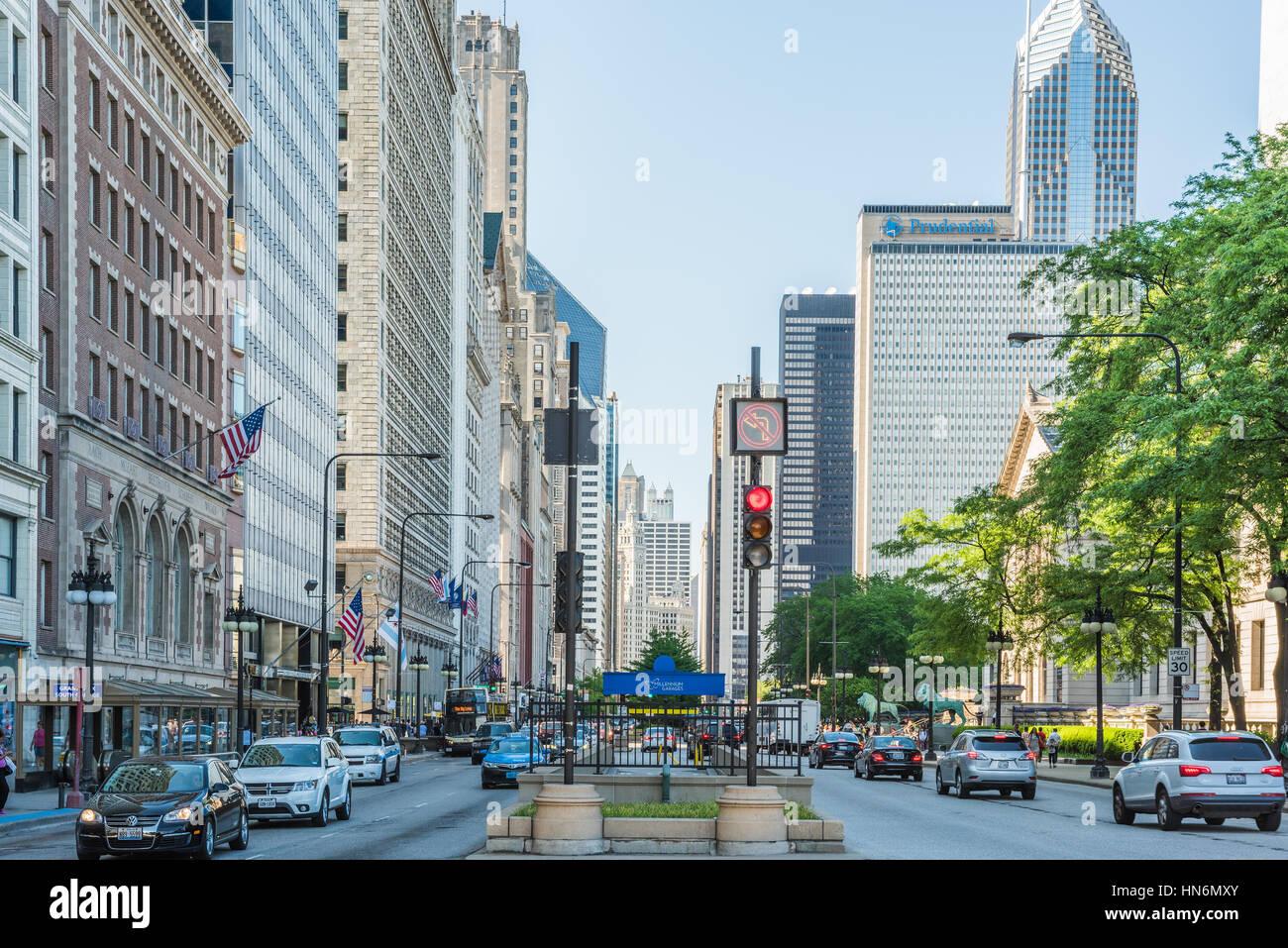Chicago, USA - 30 mai 2016: divisé à la circulation sur la rue South Michigan Avenue au centre-ville Photo Stock