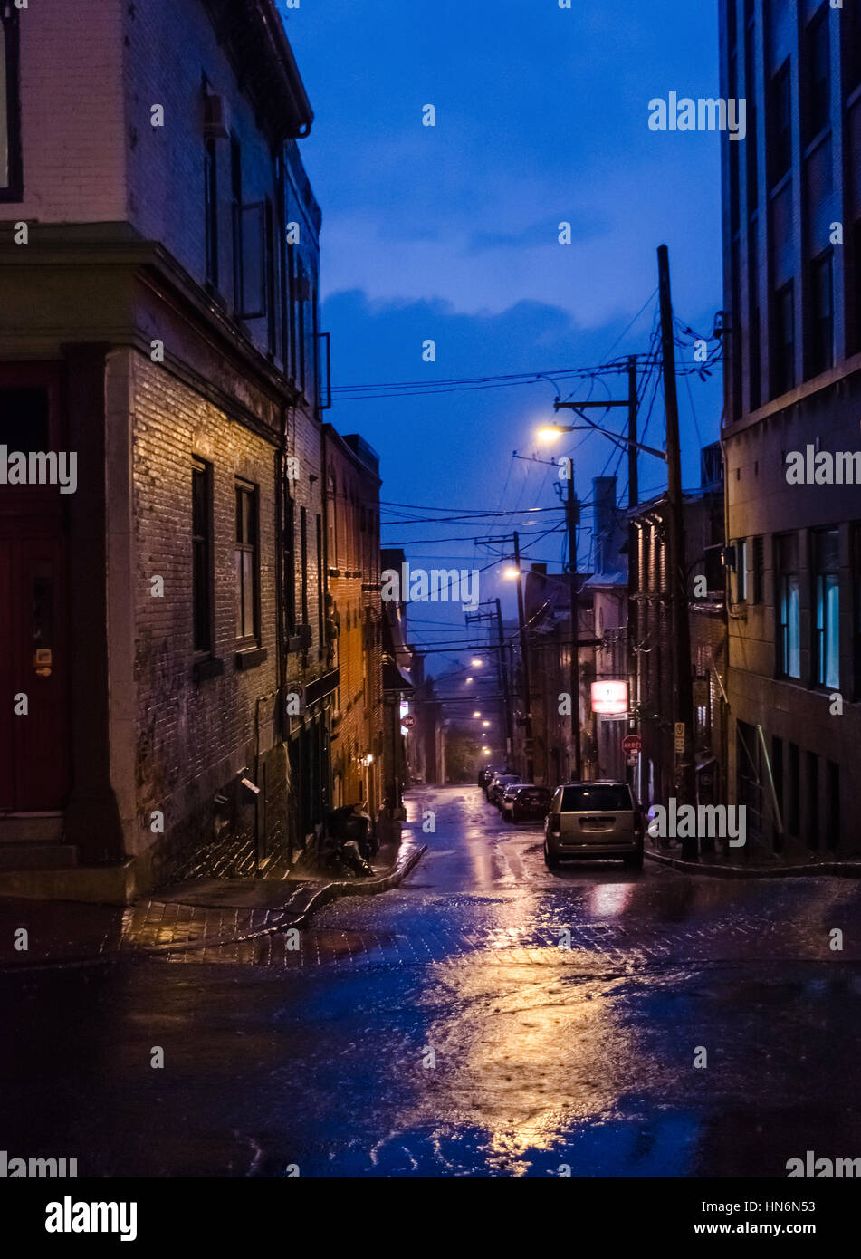 Dark Alley Photos Dark Alley Images Page 3 Alamy