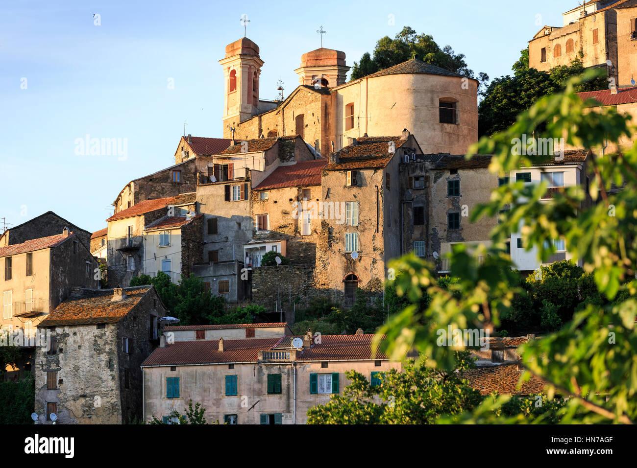 Village perché de Oletta, Corse, France Photo Stock
