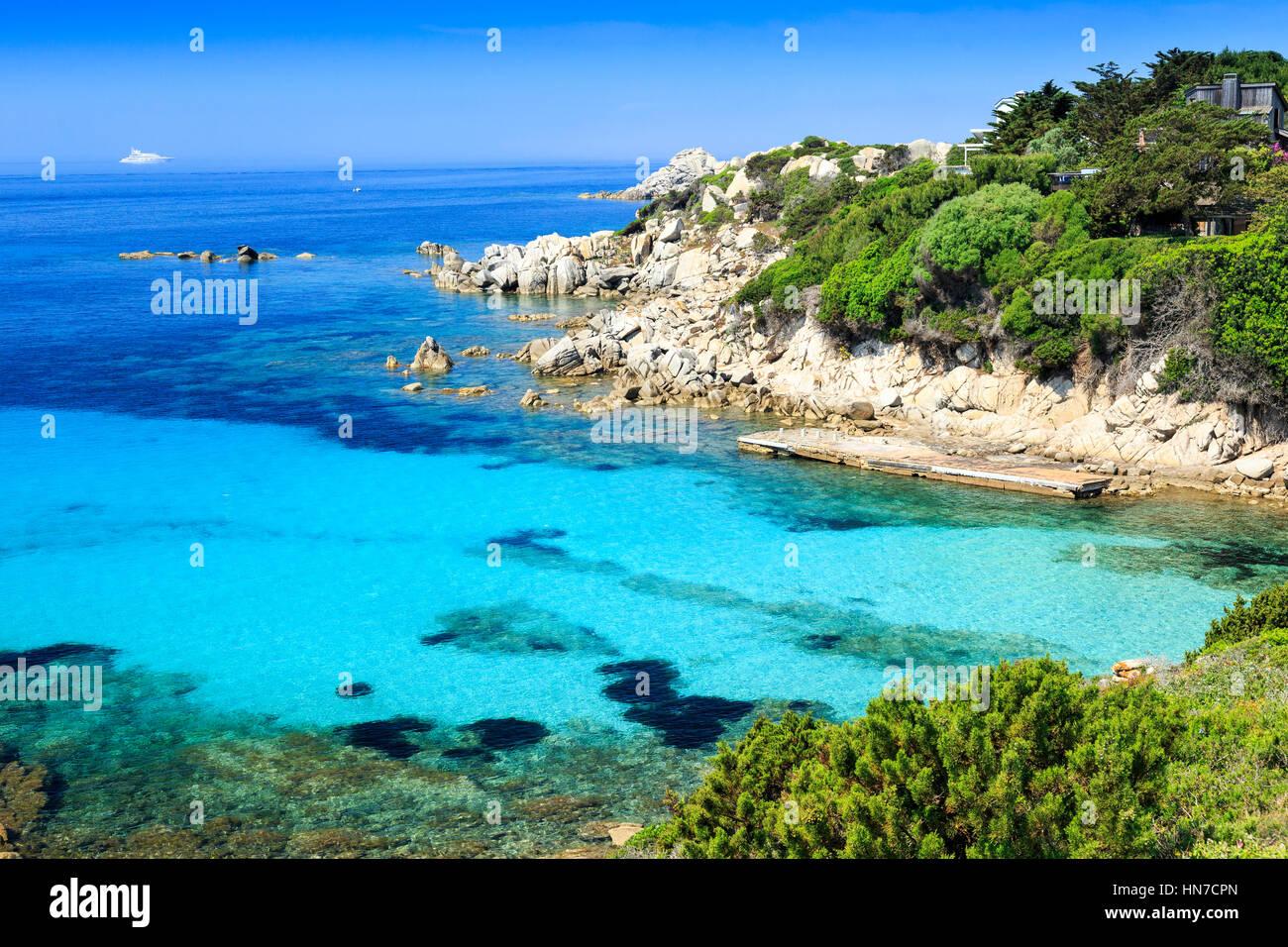 L'eau claire et la plage de Sperone, Corse, France Photo Stock
