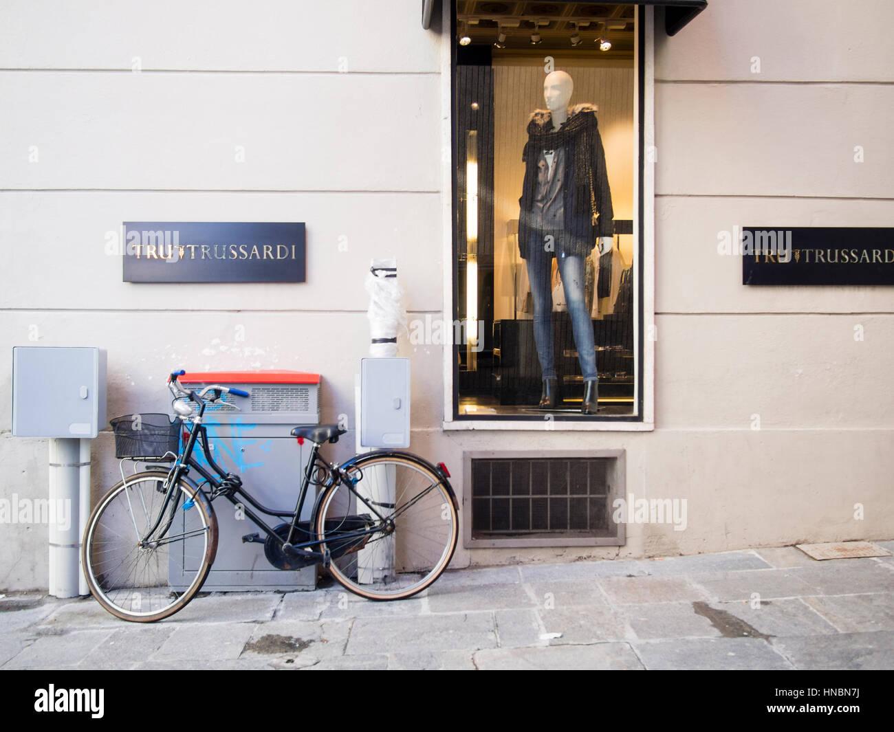 Magasin de vêtements, Trussardi Parma Italie Photo Stock