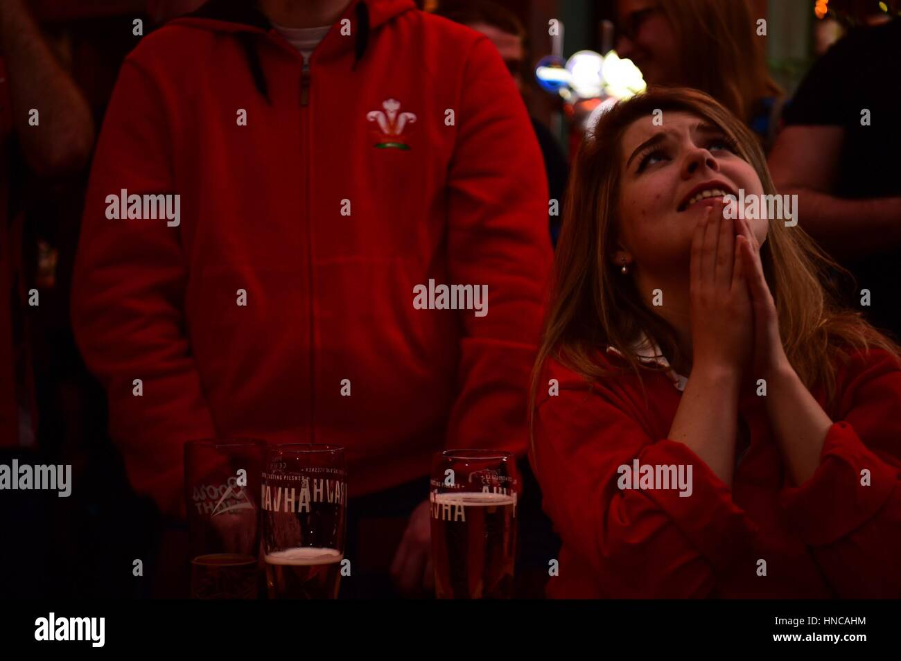 UK Sport: Rugby fans inconsolables Galles regarder jouer contre l'Angleterre dans les Six Nations de rugby Photo Stock