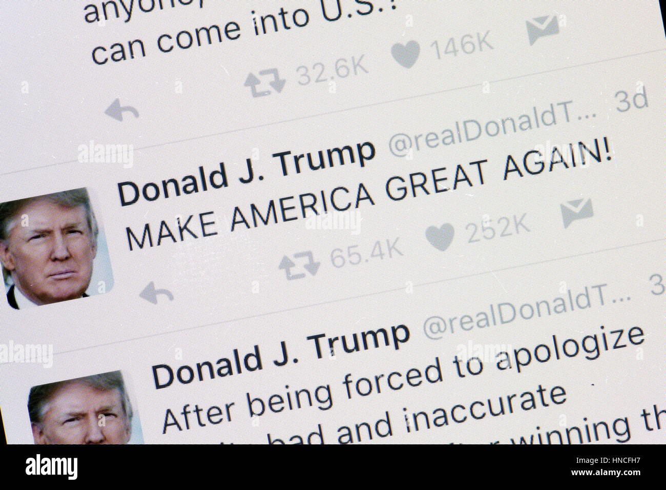 Le compte twitter de Donald Trump avec 'Make Nord Grand Again' tweet sur écran du téléphone Photo Stock