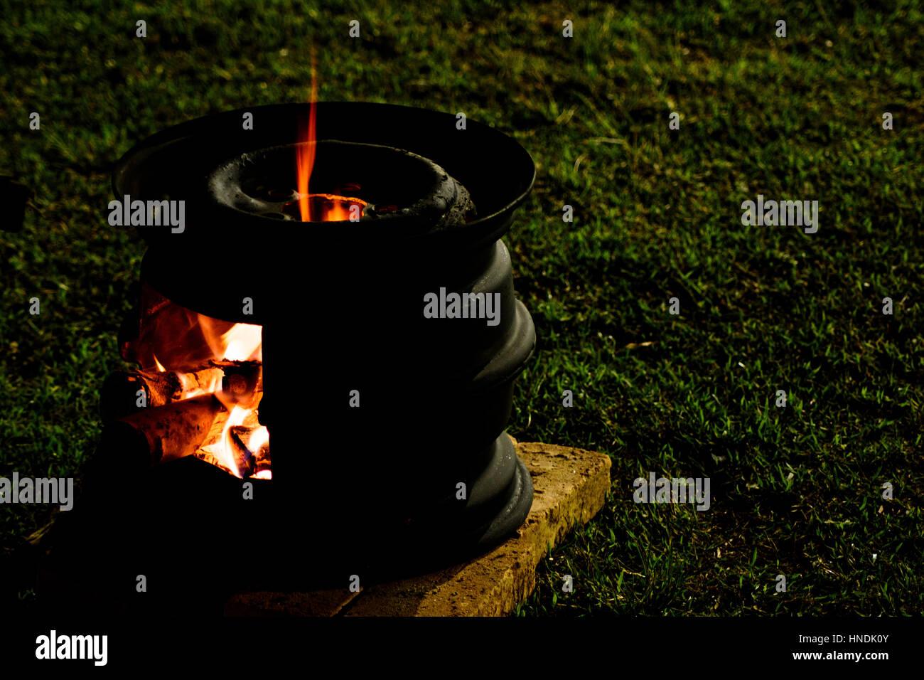 Plateau à feu - Flammes sur cuisinière gypsy Photo Stock