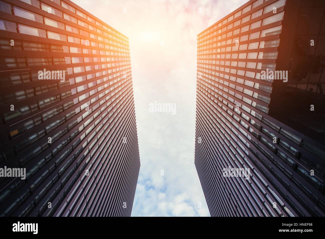 Immeuble de grande hauteur dans le ciel Banque D'Images