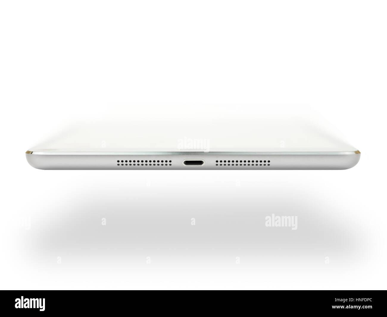 Voir le profil de fin d'Apple ipad mini 2 montrant le port du connecteur de la foudre et des haut-parleurs stéréo Photo Stock