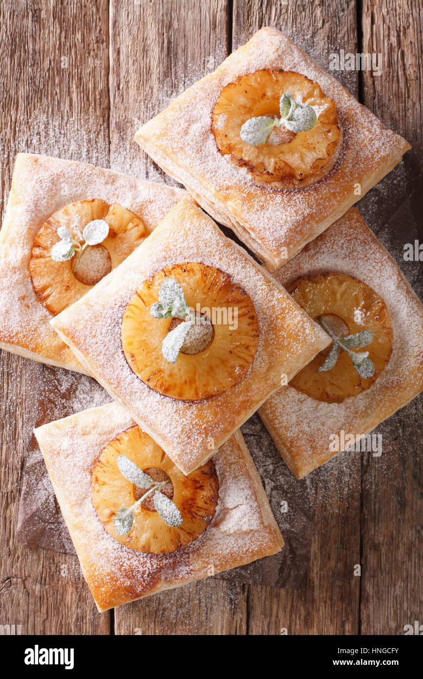 Gateau De Pate Feuilletee Avec De L Ananas Decore De Menthe Et Du