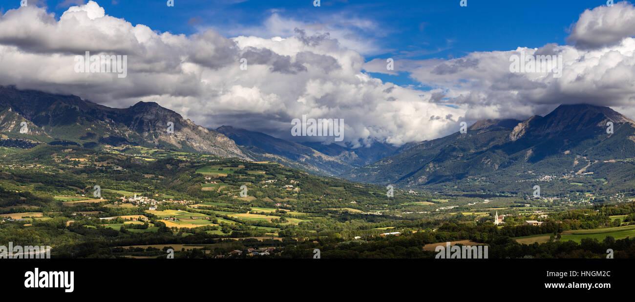 Chabotte plaine dans la vallée du Champsaur, Alpes, France Photo Stock