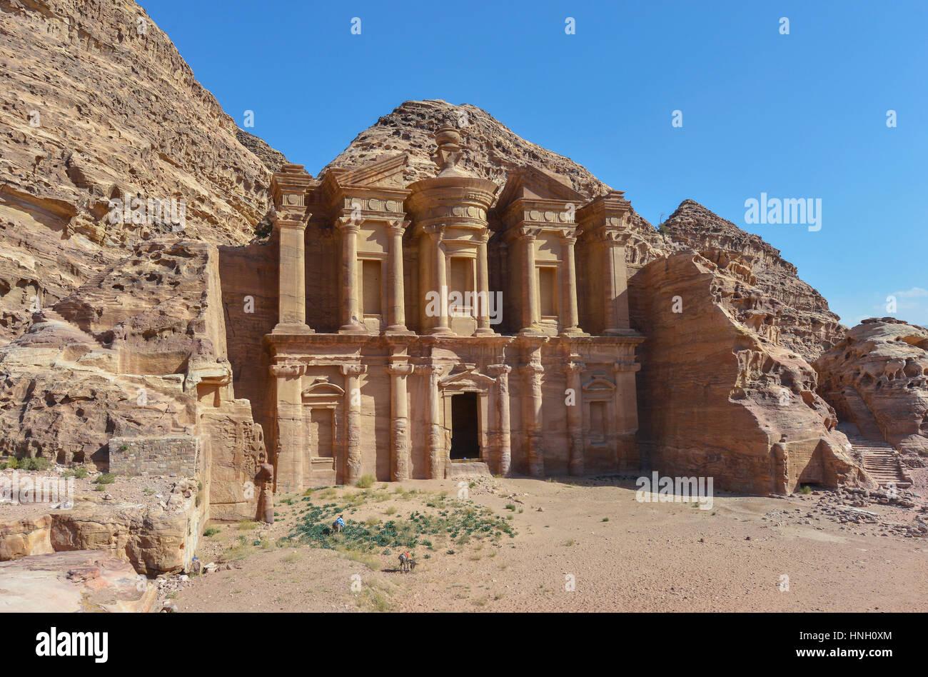Annonce Deir, le monastère du Temple de Pétra, en Jordanie. Petra a conduit à sa désignation Photo Stock