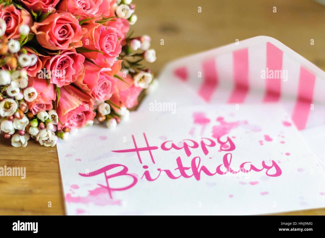 Joyeux Anniversaire Carte De Souhaits Avec Raccord Couleur Bouquet De Fleurs Photo Stock Alamy