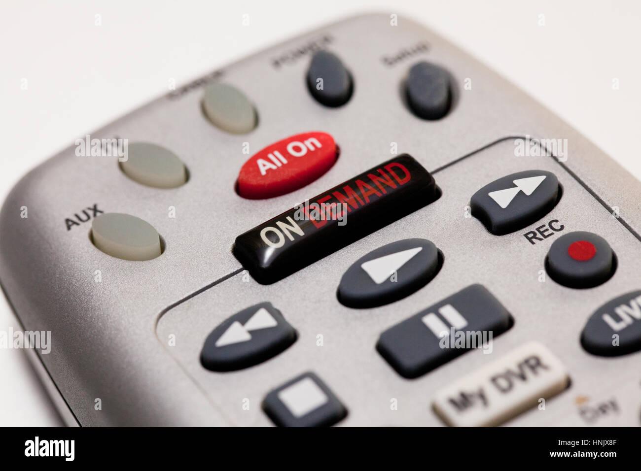 Sur le bouton de la demande sur le câble TV remote libre - USA Banque D'Images