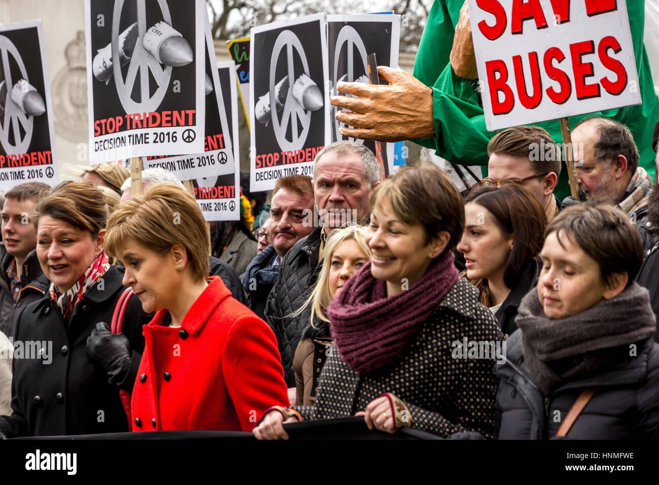 Les responsables politiques et les manifestants mars à Londres dans l'opposition pour les gouvernements Photo Stock