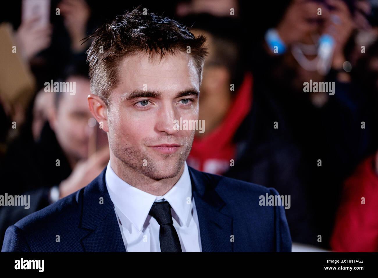 Londres, Royaume-Uni. 16 février 2017. Robert Pattinson arrive à la première UK de la cité perdue Photo Stock